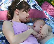 Плоские или втянутые соски. Как помочь ребенку взять грудь?
