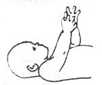 Развитие ребенка в 4 месяца руки